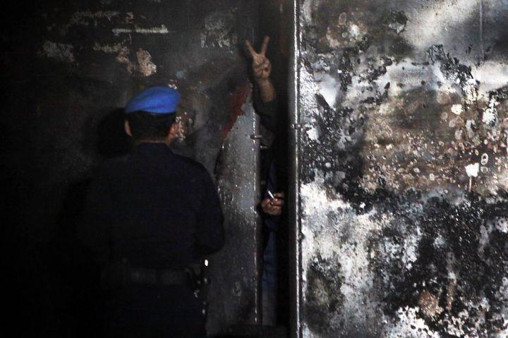 [Indonésie] - Mutinerie géante à la prison de Tanjung Gusta (Melan) 29770213