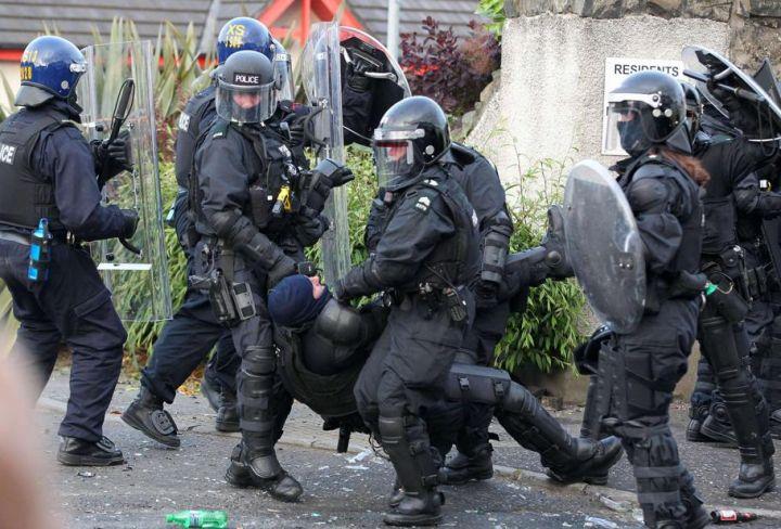 [Royaume-Uni] - Belfast 3éme nuit de violences 29839511