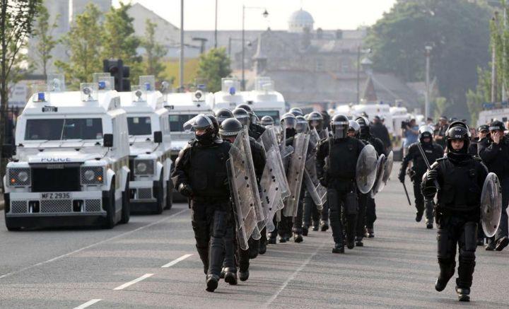 [Royaume-Uni] - Belfast 3éme nuit de violences 29839512