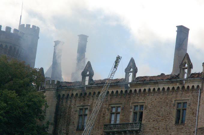 Le château de Paulhac en proie aux flammes  Photo-17