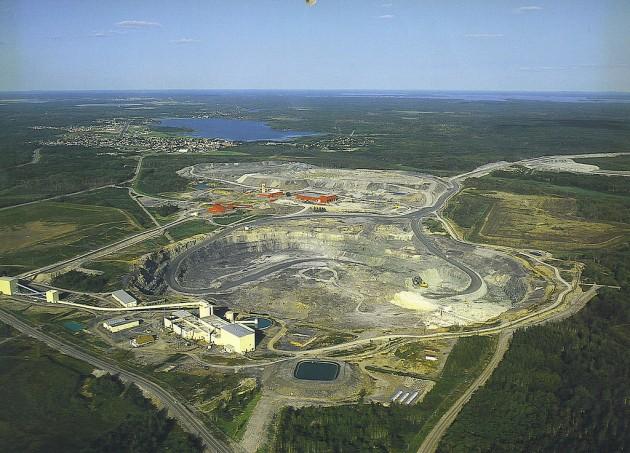 Une poche d'eau datée de 1,5 milliards d'année a été découverte (Mine de Timmins, Ontario - Canada) Pjv-do10