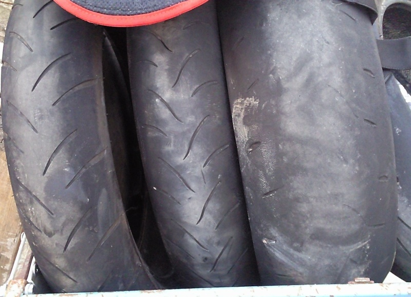 encore mes DUNLOP D211 GP RACER de MERDE!!!! Photo111