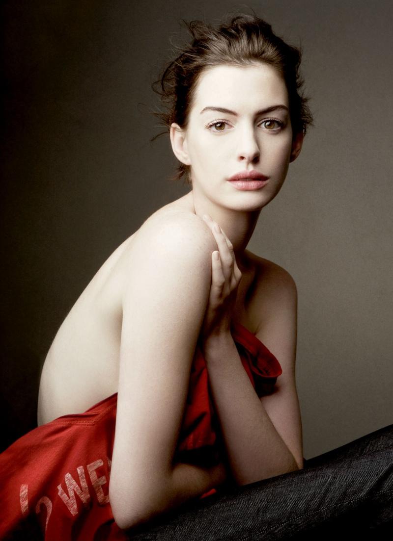 Anne Hathaway! Anne_g10