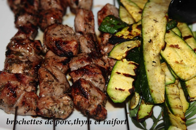 045 - Brochettes de porc, thym et raifort  Broche10
