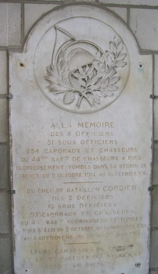 Monument chasseurs dans le village voisin 1km à Carency pas  Carenc10