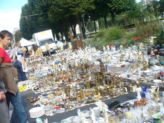 CARNETS DE VOYAGE Braderie de Lille 1er et 2 sept 2012 P1120115