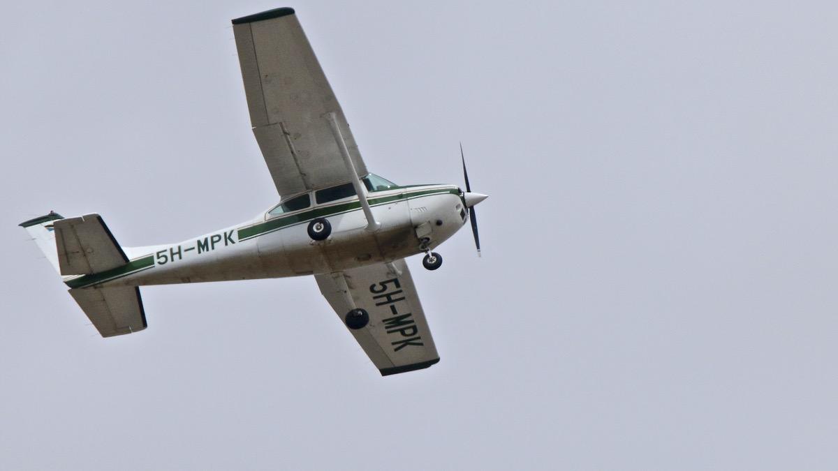 Avions en TANZANIE. Img_0152