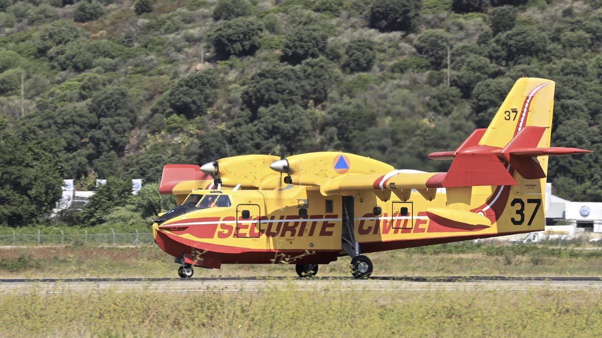 En JAUNE, ROUGE & BLANC, les aéronefs de la Sécurité civile en Corse en 2018. - Page 2 Img_0739