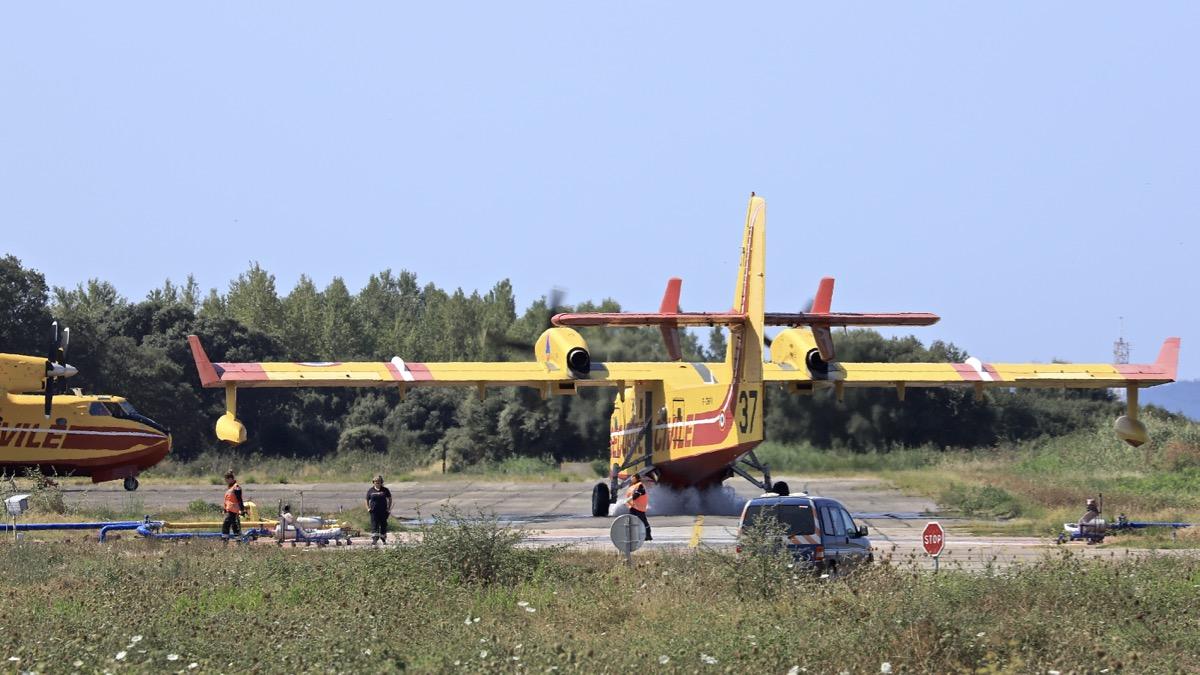 En JAUNE, ROUGE & BLANC, les aéronefs de la Sécurité civile en Corse en 2018. - Page 2 Img_0742