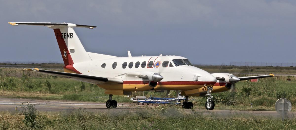 En JAUNE, ROUGE & BLANC, les aéronefs de la Sécurité civile en Corse en 2018. Img_7310