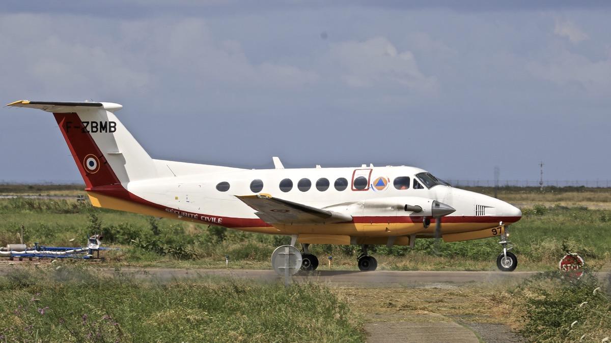 En JAUNE, ROUGE & BLANC, les aéronefs de la Sécurité civile en Corse en 2018. Img_7312