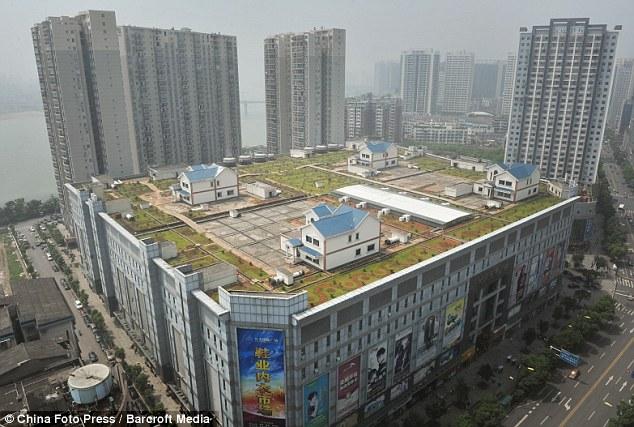 Maisons sur le toit d'un centre commercial, Xian de Zhuzhou - Chine Mai110