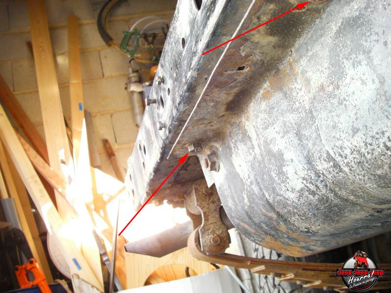 Maïté fait des reserves ... (Reservoir essence CJ7) Sany0013