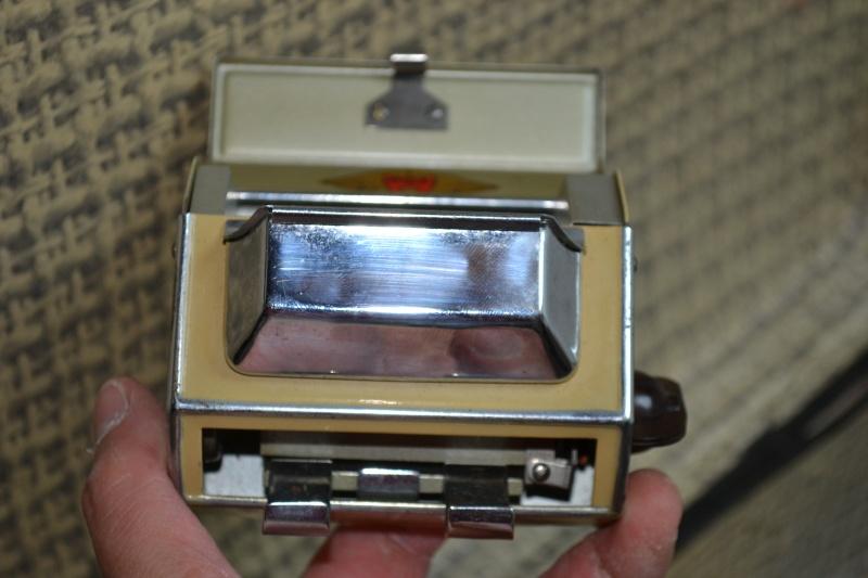 Distributeur de cigarettes allumées DICA / DICA Lighten up cigarettes distributor P_00610