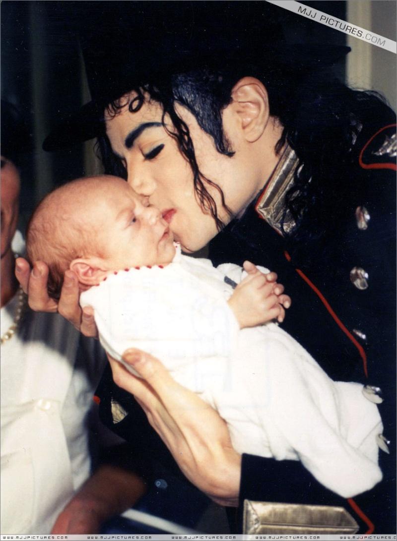 stò cercando queste stupende fotografie di Michael con i bambini 20ssl010
