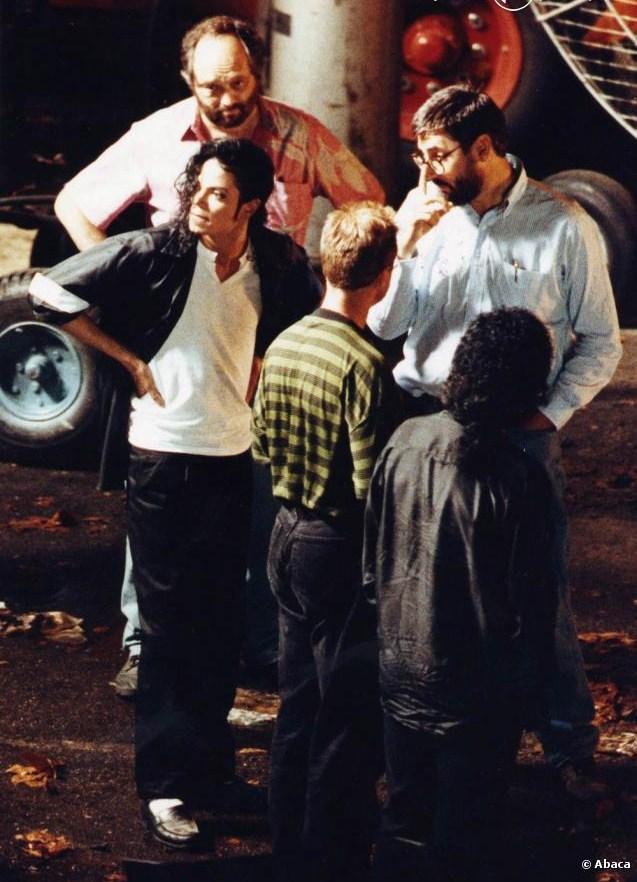Photos Making of des clips de MJ ! - Page 2 10022210