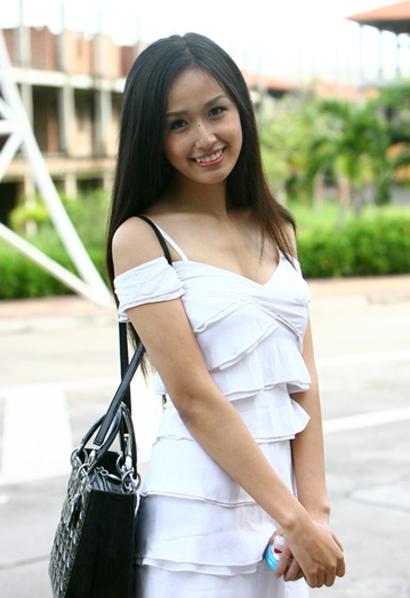 Hoa hậu Mai Phương Thúy duyên dáng ở Tuần Châu 7d2710