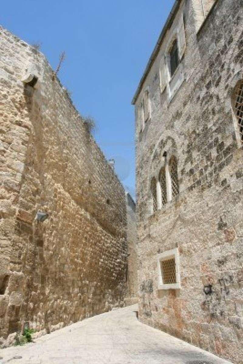 A TRAVERS LES RUELLES DE LA VIEILLES VILLE DE JERUSALEM 15772910