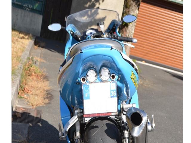 moto : 600 gsx R  Lmuiyt10