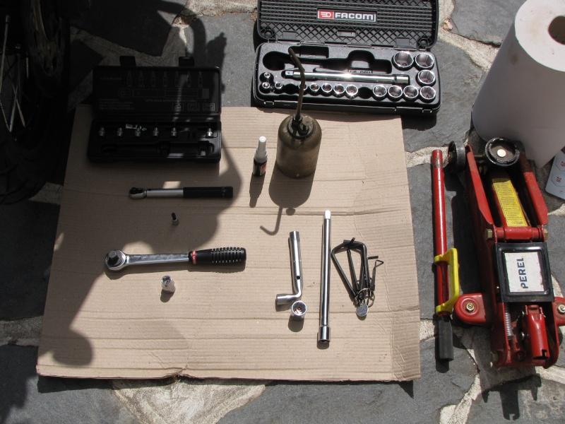 1200 - Démontage roue avant ET roue arrière ST 1200 en photos Img_0010