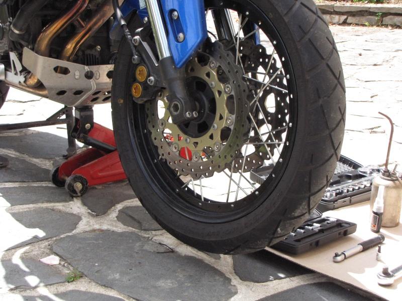 1200 - Démontage roue avant ET roue arrière ST 1200 en photos Img_0011