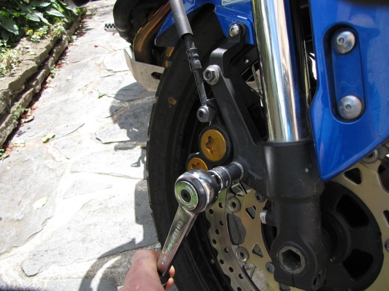 1200 - Démontage roue avant ET roue arrière ST 1200 en photos Img_0013