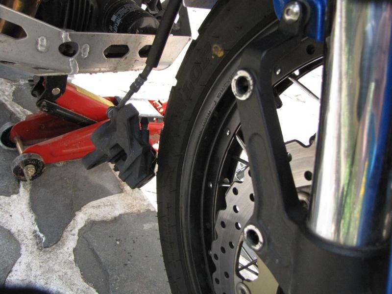 1200 - Démontage roue avant ET roue arrière ST 1200 en photos Img_0014