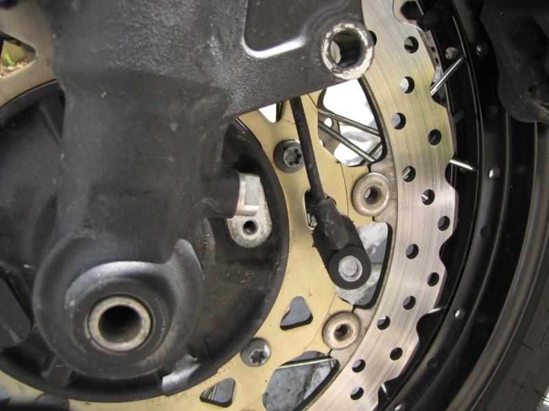 1200 - Démontage roue avant ET roue arrière ST 1200 en photos Img_0015