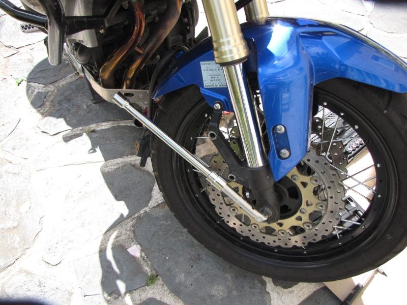1200 - Démontage roue avant ET roue arrière ST 1200 en photos Img_0016