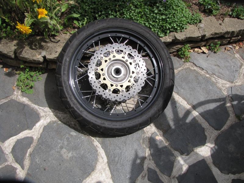 1200 - Démontage roue avant ET roue arrière ST 1200 en photos Img_0017