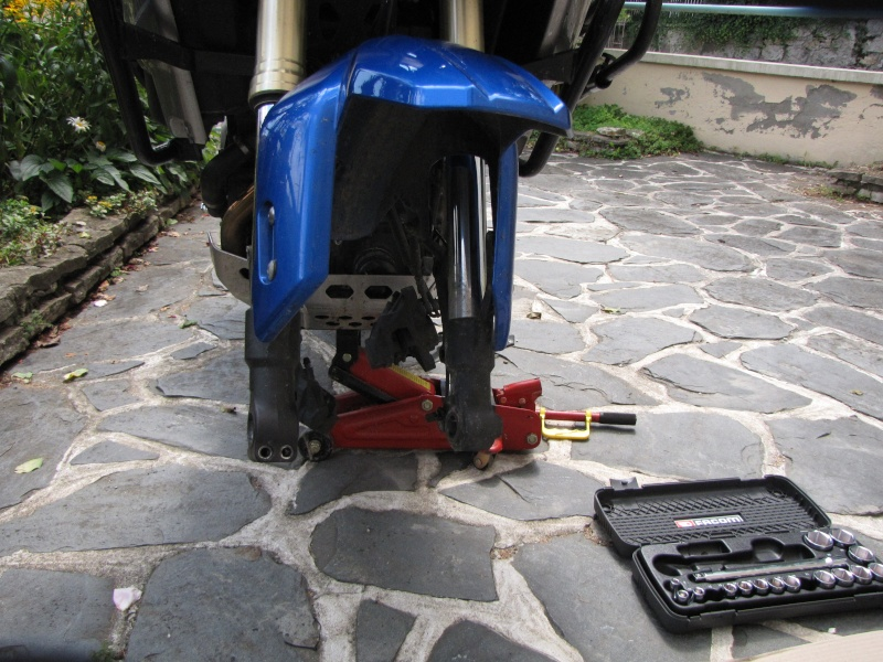 1200 - Démontage roue avant ET roue arrière ST 1200 en photos Img_0018