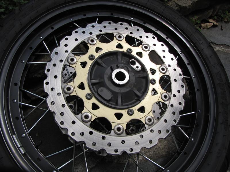 1200 - Démontage roue avant ET roue arrière ST 1200 en photos Img_0019