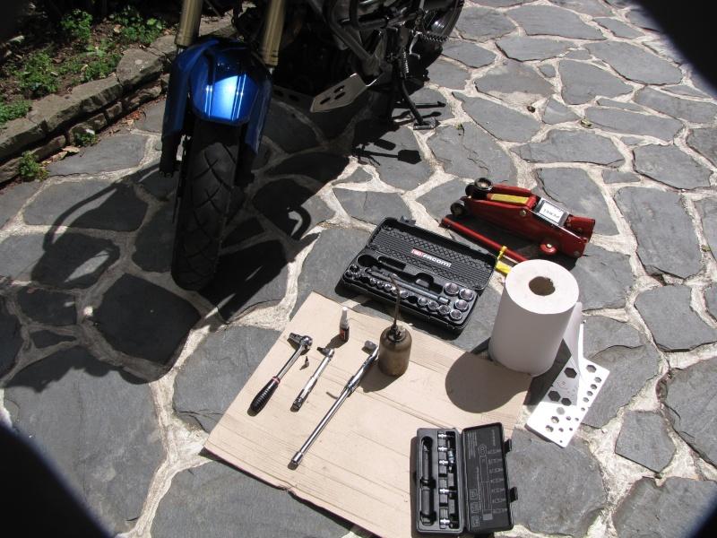 1200 - Démontage roue avant ET roue arrière ST 1200 en photos Img_0022
