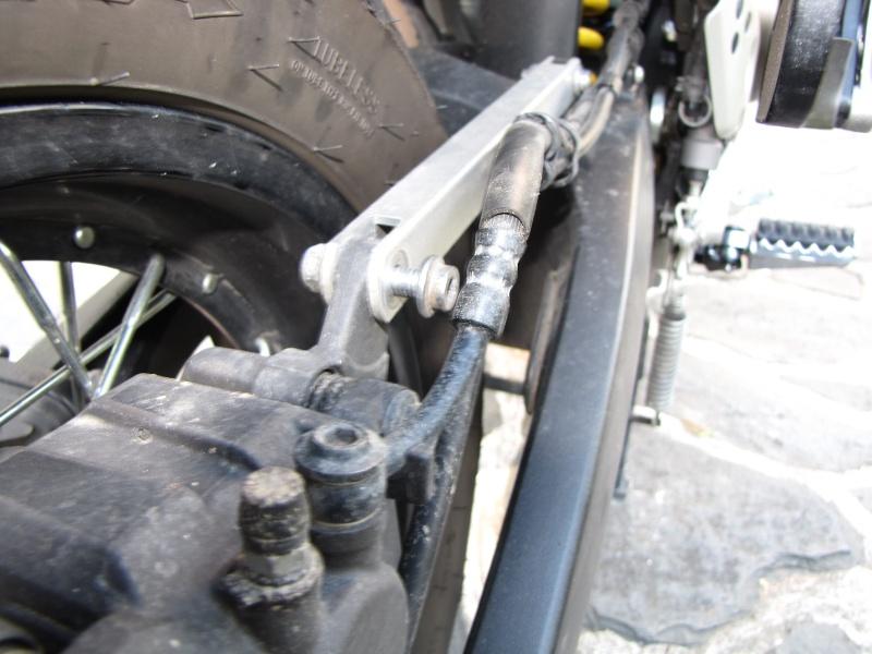 1200 - Démontage roue avant ET roue arrière ST 1200 en photos Img_0027
