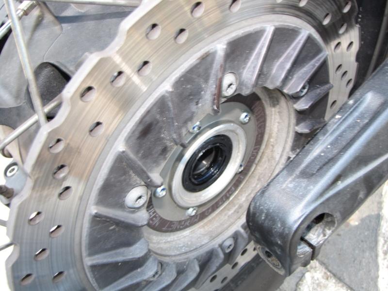 1200 - Démontage roue avant ET roue arrière ST 1200 en photos Img_0030