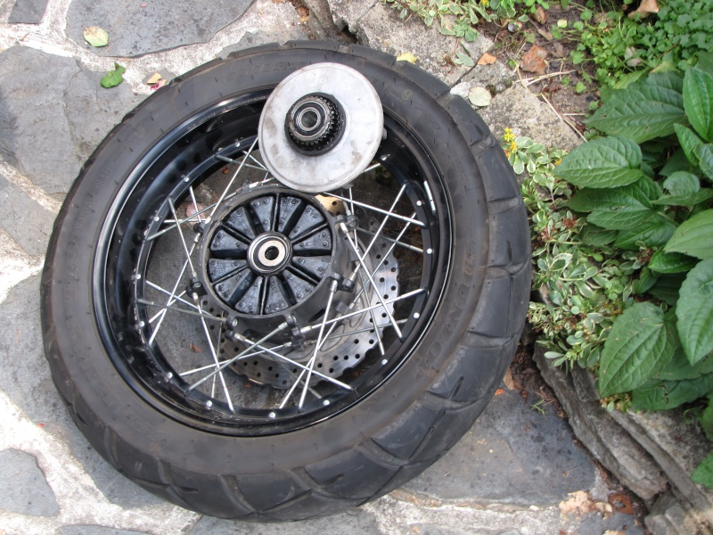 1200 - Démontage roue avant ET roue arrière ST 1200 en photos Img_0031