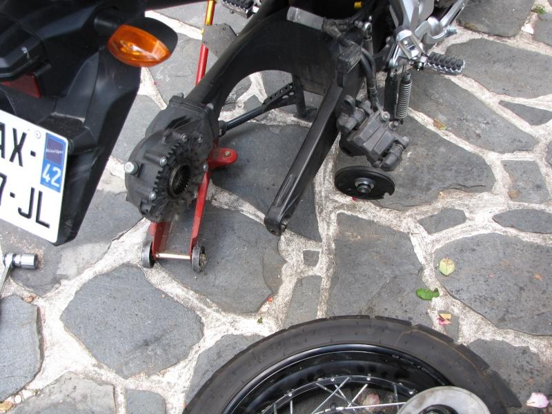 1200 - Démontage roue avant ET roue arrière ST 1200 en photos Img_0032