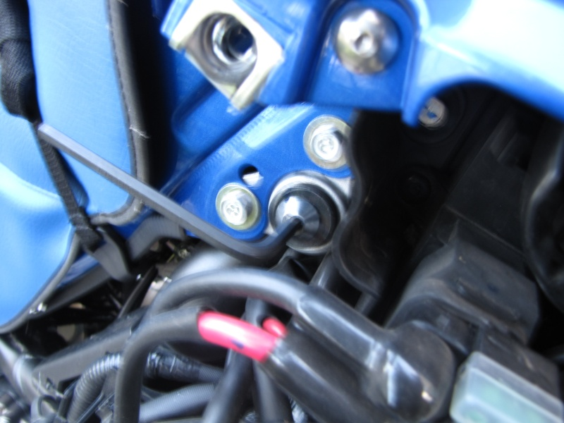 Nettoyage (ou changement ) du filtre à air en photos Img_0038