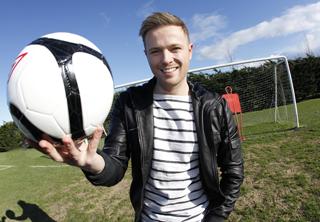 'Football's Next Star' presentado por Nicky Byrne e RTE Dos Footba10