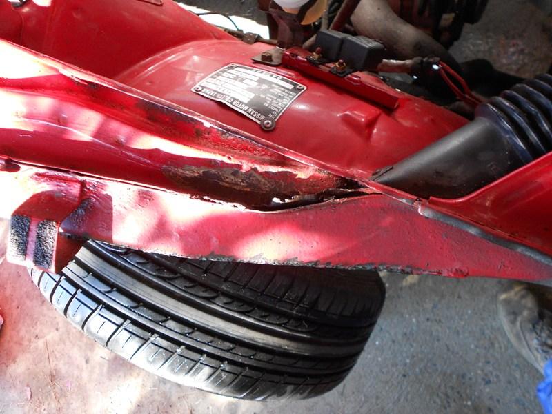 Datsun 260Z 2+2 rouge... présentation enfin!! Dscn0129