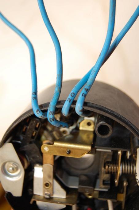 Identification fils sortie Comodo Commod21