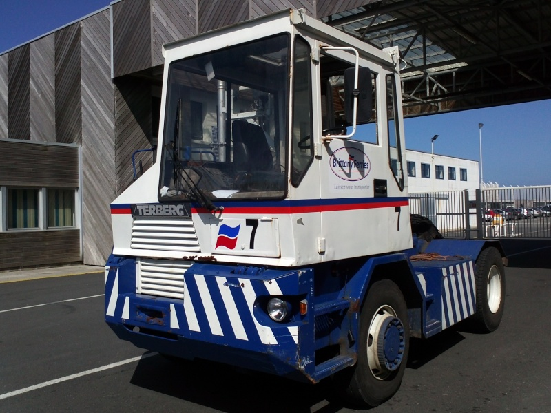 Les camions de manutention Terberg et Mol. - Page 2 Img87111