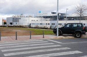 Problemas de aparcamiento en el hospital San Pedro 42452210