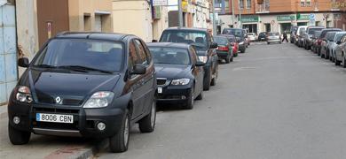 Problemas de aparcamiento en el hospital San Pedro Coches10
