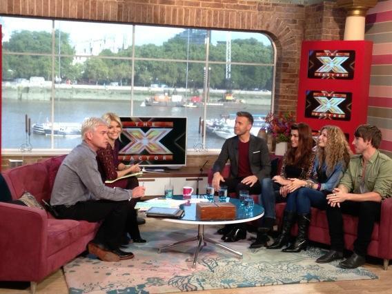 Gary en promo sur Itv1 et à la BBC1 le 02-10-2012 136