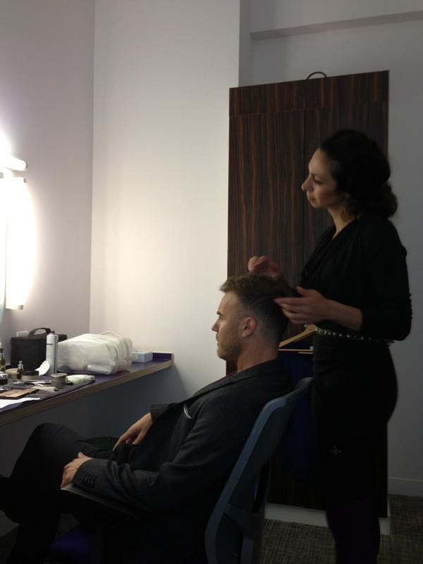 Gary en promo sur Itv1 et à la BBC1 le 02-10-2012 139