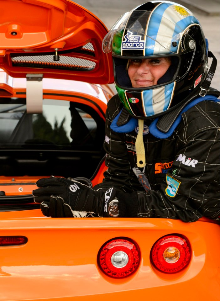 Diamo il benvenuto alla pilota Lotus Silvana Di Feo! 40627310