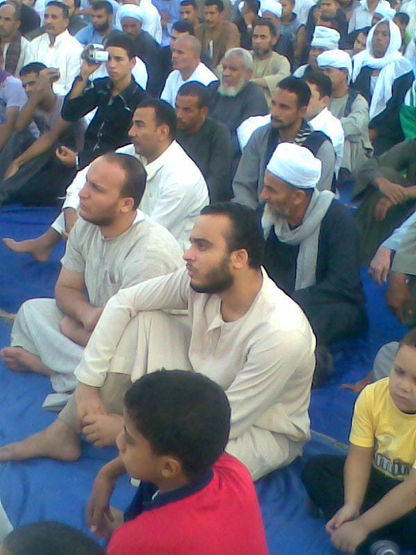 إحياء سنة الحبيب (صلى الله عليه وسلم ) بصلاة عيد الفطر المبارك في الخلاء علي ضفاف النيل بقرية الكتكاتة2012 1010