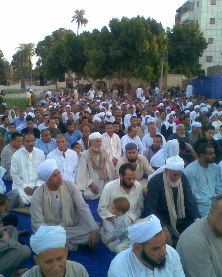 إحياء سنة الحبيب (صلى الله عليه وسلم ) بصلاة عيد الفطر المبارك في الخلاء علي ضفاف النيل بقرية الكتكاتة2012 9910