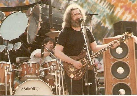 Grateful Dead - Pics - Page 8 1982_j10